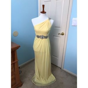 Stunning Yellow Goddess-like Gown w Beaded Accents